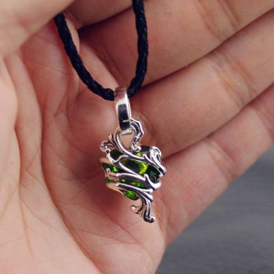 Japan import, 925 Sterling Silver female design hearts green diamond flower vine thorns Gothic Silver pendant