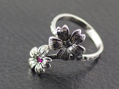 Japan import, Original Oriental vibrations open flower Female Design Silver Gothic Ring