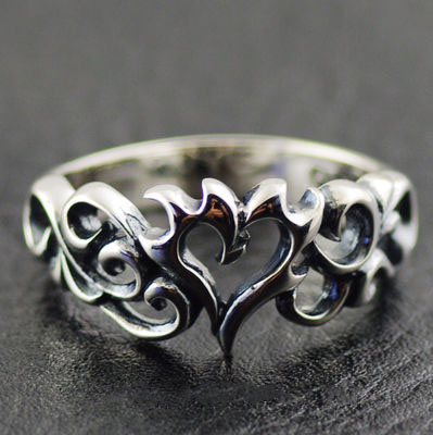 Japan import, 925 Sterling Silver hollow thorns hearts Ring