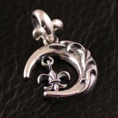 Japan import, 925 Sterling Silver crescent Gothic Silver pendant