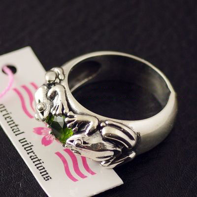 Japan import, 925 Sterling Silver frog and precious stone Silver Gothic Ring