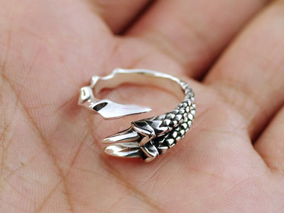 Japan import, 925 Sterling Silver dragon claws Gothic Silver tail ring