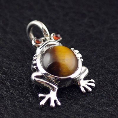 Japan import, set with Tiger eye stone cute The little frog Prince female Gothic Silver pendant