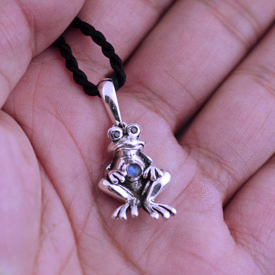 Japan import, 925 Sterling Silver cute lively frog Gothic Silver pendant