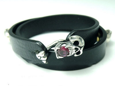 Japan import, 925 Sterling Silver skeleton silver clip black natural leather Bracelet (red diamond version)