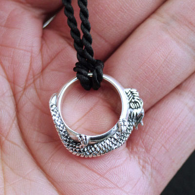Japan import, 925 Sterling Silver coil dragon finger loop pendant can be used as tail ring