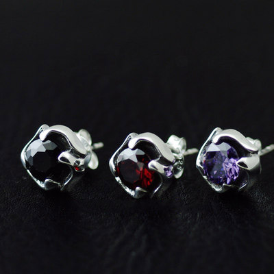 Japan import, 925 Sterling Silver four claws zirconia Gothic Style Gothic Silver earstud