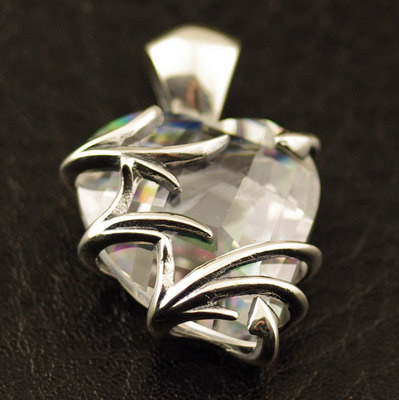 Japan import, 925 Sterling Silver white cyrstal Hearts and crystalsGothic Silver pendant
