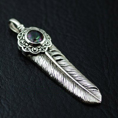 Original good vibrations 925 Sterling Silver detailed feather pendant