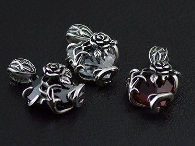 Japan import, 925 Sterling Silver Thorny Rose hearts pendant