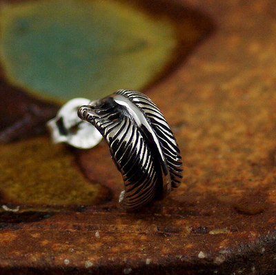 Japan import, twisted feather Gothic Silver earstud