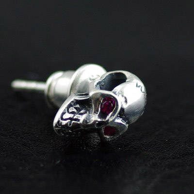 Japan import, 925 Sterling Silver Red Eyes skull Gothic Silver earstud