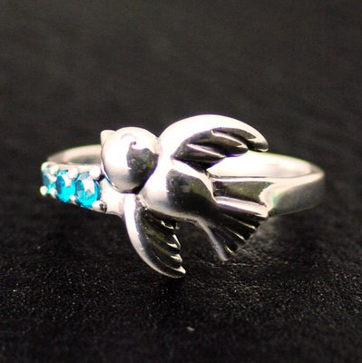 Japan import, Original GVFemale Design wings spread little bird Silver Gothic Ring tail ring small ring