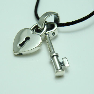 Import Gothic Silver little lock and key pendant
