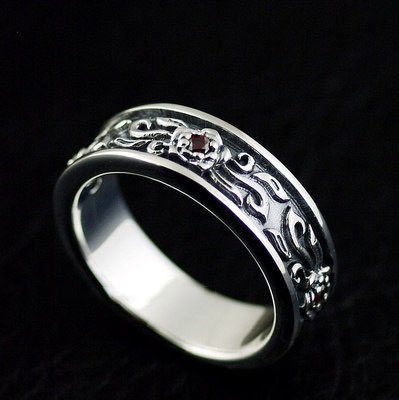 Japan import, 925 Sterling Silver Gothic Style three flower finger loop
