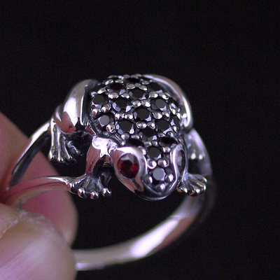 Japan import, cute Female Design fully set with stone little frog 925 Sterling Silver Ring