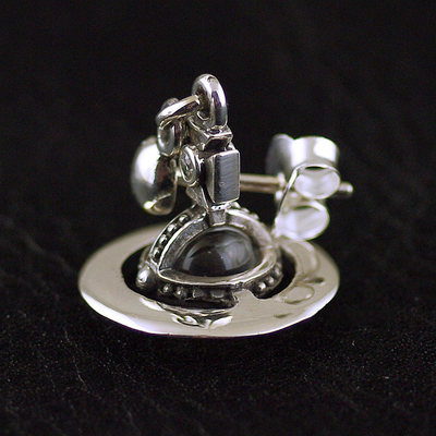 Japan import, 925 Sterling Silver Vivienne Westwood lively Saturn earstud