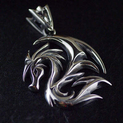 Japan import, Male Design flying dragon shadow Gothic Silver pendant