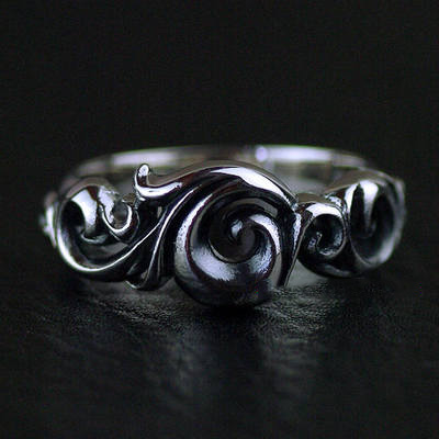 Japan import, Gothic Style hollow wave design 925 Sterling Silver finger loop