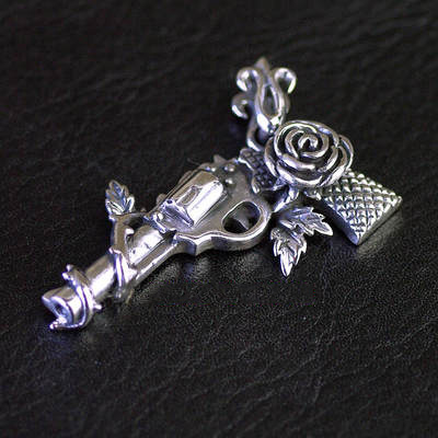 Japan import, gun and rose Gothic Style Gothic Silver pendant