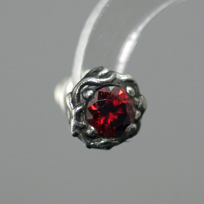 Japan import, 925 Sterling Silver wave of flame Red crystal Gothic Silver earstud
