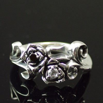 Japan import, 925 Sterling Silver set with Black and white small diamonds Gothic Silver rose Ring