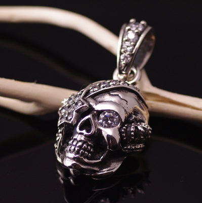 Import Gothic Silver, 925 Sterling Silver JUSTIN DAVIS design Pirate skeleton pendant