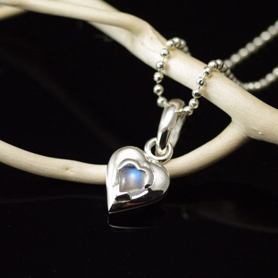 Japan import, 925 Sterling Silver set with natural moonstone hearts pendant