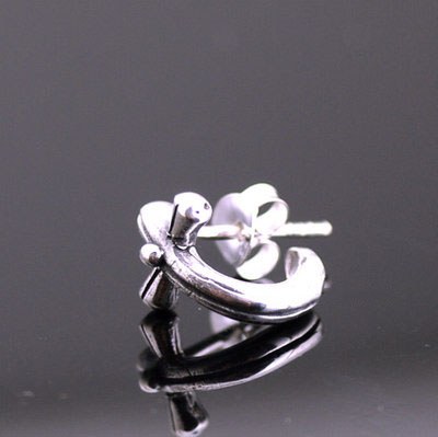 Japan import, 925 Sterling Silver twisted cross Gothic Silver earstud